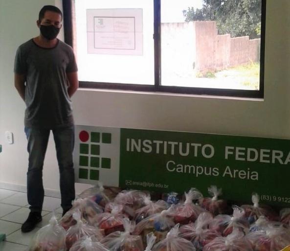 Cestas foram doadas por servidores do campus como parte da Campanha IFPB Solidário
