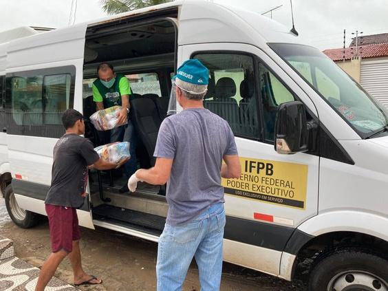 IFPB Solidário: 510 cestas básicas são entregues em comunidades carentes