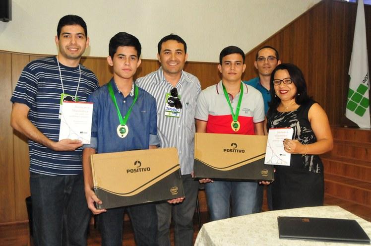 Entrega de prêmios aos vencedores marcou o encerramento do III Encontro Cajazeirense de Matemática.
