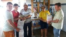 Entrega de cestas básicas ao abrigo Luca Zorn