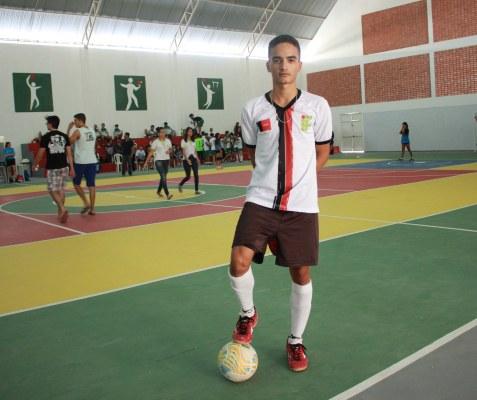 Atleta Caio César fez o primeiro gol do ginásio