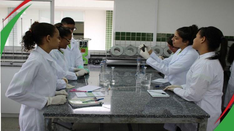 Na Paraíba, apenas o Instituto Federal oferta o curso de Técnico em Química. São disponibilizadas 45 vagas anuais por meio de processo seletivo
