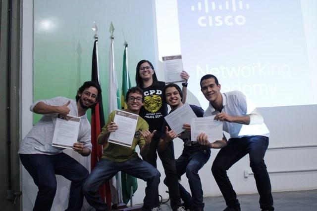 Turma do IFPB Campina comemora cerficação da Cisco