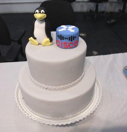 Bolo com símbolo da Cisco para comemorar a conclusão do curso