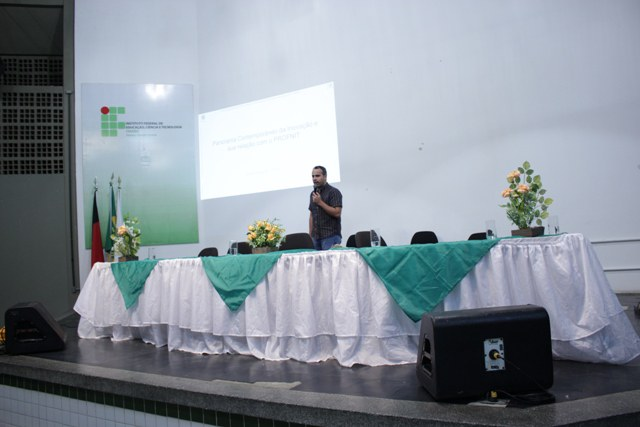 Professor doutor convidado para aula inaugural José Nilton Silva