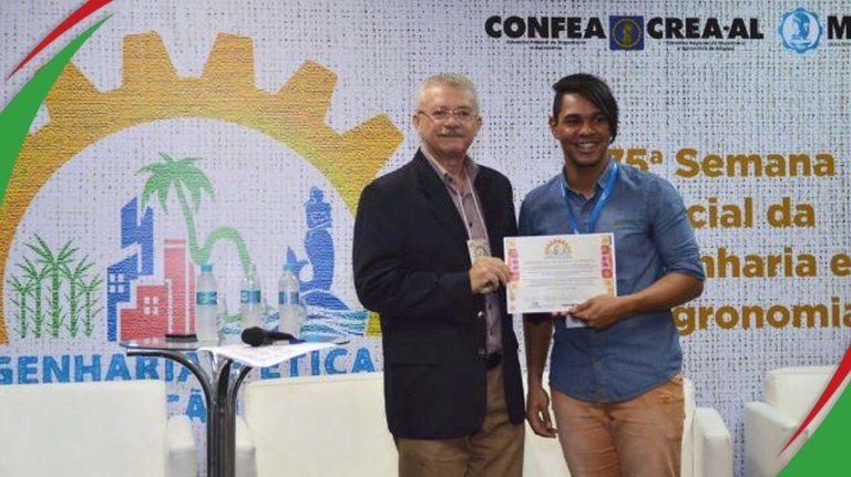 Aluno do IFPB Campina Grande  João Victor recebendo premiação