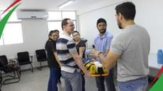 Equipe de saúde do IFPB Campina  recebendo treinamento