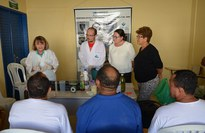 A equipe do curso de Química ensina a produzir materiais de limpeza