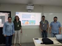 Ao centro a professora Juliana Dantas e o estudante Rafael Ramos em atividade do Polo de Inovação do IFPB