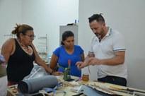 Designer italiano ministrou oficina para artesãs de Pedras de Fogo