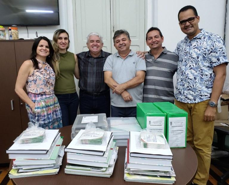 Em visita à Dgcom, o Reitor Nicácio Lopes acompanhou a montagem do acervo de comunicação que será repassado à comissão de recredenciamento