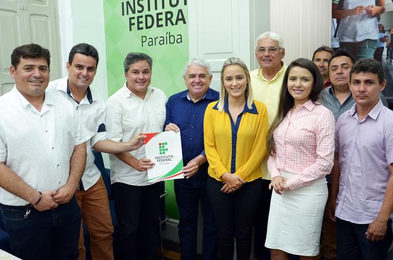 Documento firmado pela empresa TCL Tambaú e o reitor Nicácio teve como testemunhas o deputado Efraim Filho e o diretor geral Jerônimo Nóbrega