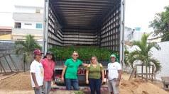 """O Projeto Muda - """"Mude de vida! Plante uma árvore"""" da AFINK Araruna doam mudas ao Projeto Cooperando com o Meio Ambiente do Campus Patos."""