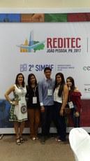 Professora Aline Azeredo (à esquerda) e seus orientandos no dia da premiação