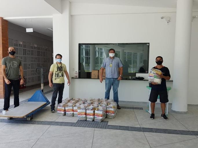 Ao todo, 240 cestas foram distribuídas a famílias de estudantes em situação de vulnerabilidade e grupos sociais