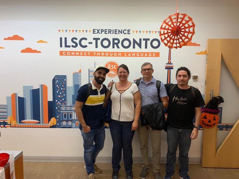 Servidores na Escola de Idiomas no Canadá