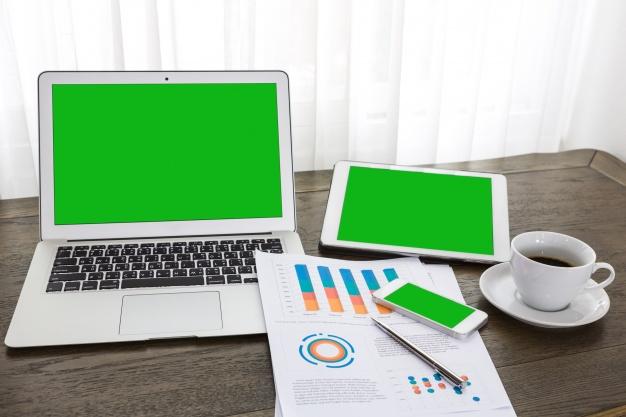 notebook-tablet-e-celular-com-tela-verde_1232-1380.jpg