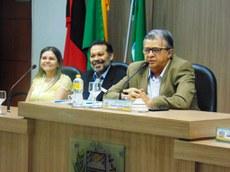 Lane Gadelha (IFPB), Eliezer Siqueira (IFPB) e o presidente da Câmara, Aldeone Abrantes