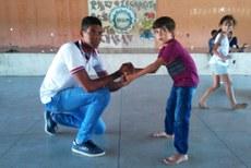 Estudantes do curso de Educação Física coordenaram atividades esportivas com crianças