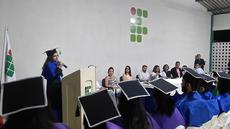 Reitoria em exercício concede títulos aos alunos formandos